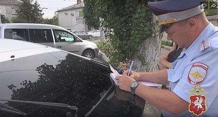 Севастопольские полицейские привлекли к ответственности водителя за умышленное видоизменение государственного знака на своем автомобиле