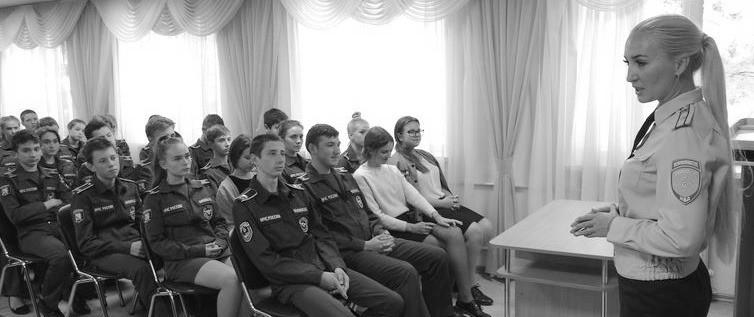 Полицейские из управление по контролю за оборотом наркотиков пообщались с школьниками