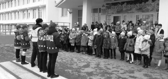 Сотрудники ГИБДД совместно с отрядами ЮИД проводят практикумы