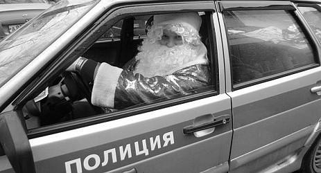 «Полицейский Дед Мороз» вручил подарки школьникам