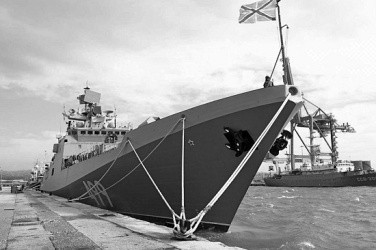 Губернатор Севастополя встретился с моряками-черноморцами в Сирии