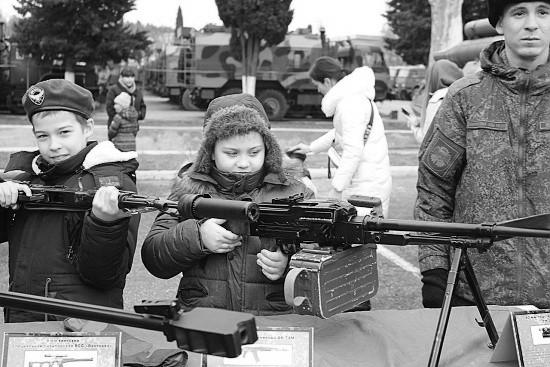 Юные спортсмены побывали в гостях у разведчиков в Севастополе