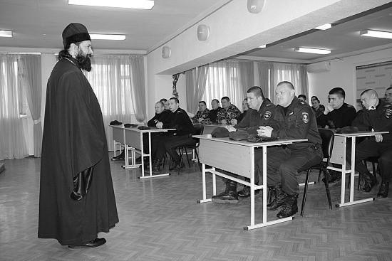 Росгвардейцев в Севастополе посетил духовный наставник