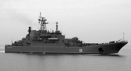 Экипаж «Цезаря Куникова» отработал погрузку морского десанта