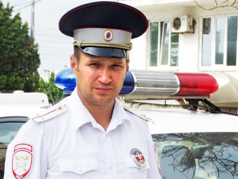 В Севастополе внимательный инспектор ДПС предотвратил ДТП, остановив на ходу неуправляемый автобус
