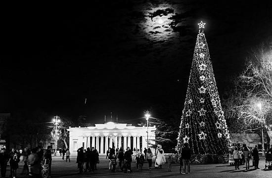 Завтра состоится торжественное открытие главной новогодней елки