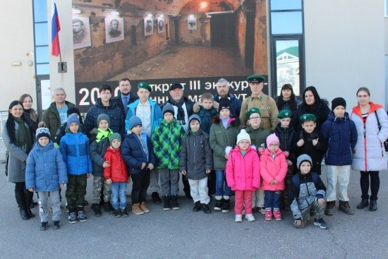 Дети на экскурсии в Севастополе
