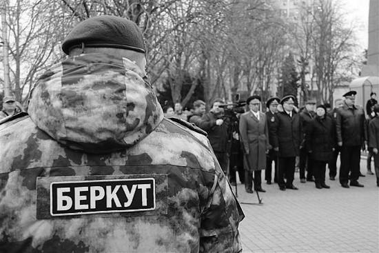 Бойцам севастопольского «Беркута» вручены ключи от новых квартир