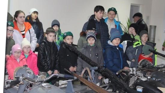 Дети на экскурсии на 35 батарее