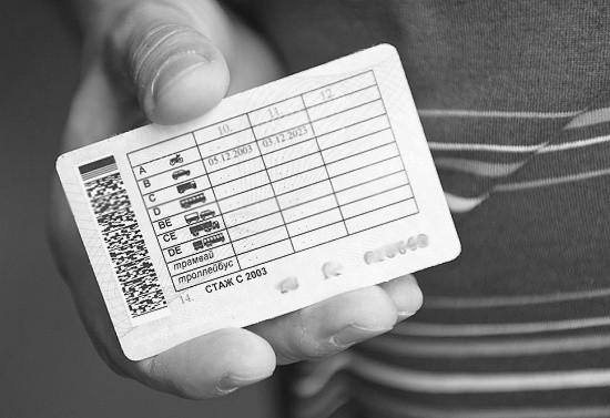 Страдающих наркоманией лишили водительских прав
