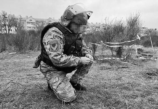Взрывотехники ОМОН уничтожили авиабомбу в Севастополе