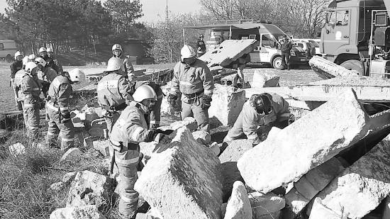 Спасатели тренировались ликвидировать последствия от взрыва газа