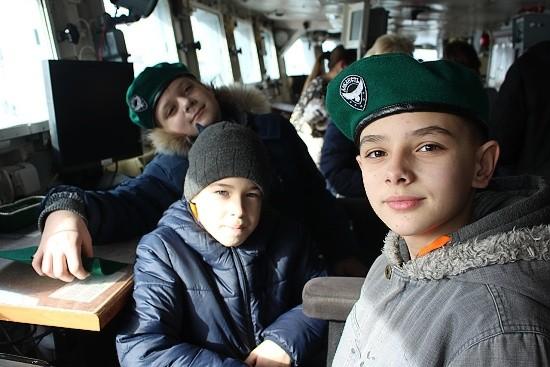 дети на экскурсии на корабле
