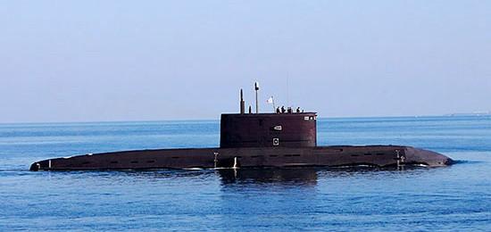 Подводная лодка «Старый Оскол» проходит черноморские проливы
