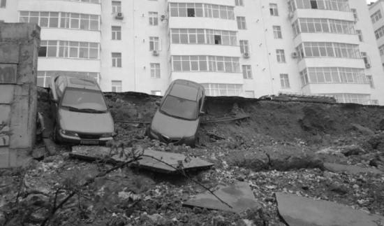 В Севастополе произошло обрушение подпорной стены