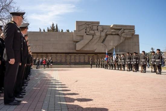 На Мемориале героической обороны Севастополя 1941-1942 гг. может появиться новая надпись