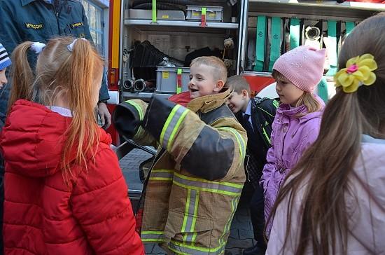 дети в гостях у пожарных