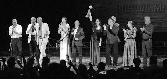 В Севастополе прошел гала-концерт артистов театра и кино