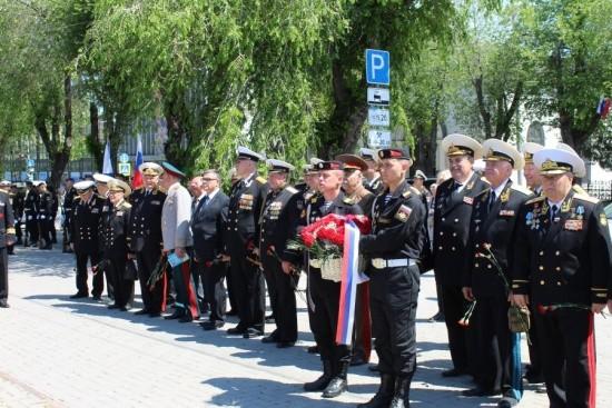 возложение венков в Севастополе