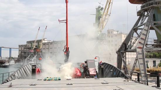 Сотрудники МЧС провели пожарно-тактические учения в порту Севастополя
