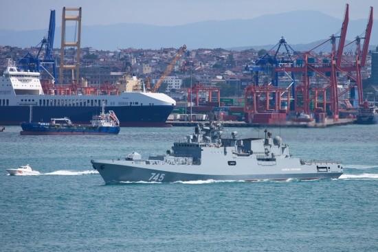 «Адмирал Григорович» и «Профессор Николай Муру» провели учение на переходе в Индийский океан