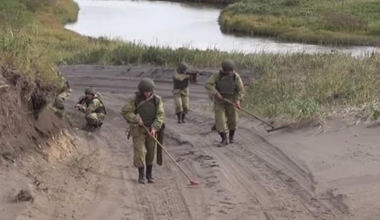 В Крыму саперы отрабатывают навыки работы по разминированию