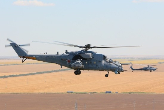 Экипажи вертолётов отработали полёты в сложных погодных условиях в небе над Крымом