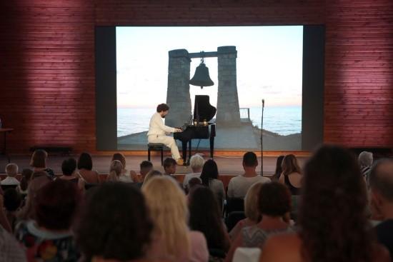 Погода не помешала пианисту и композитору из Франции дать концерт в Севастополе