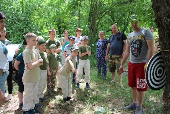 Юные рукопашники Севастополя отметили праздник походом