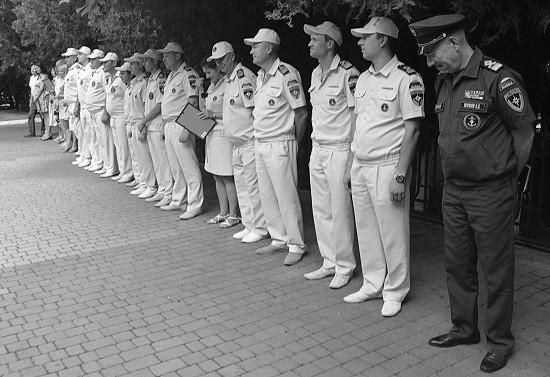 Севастопольских спасателей поздравили с 35-й годовщиной ГИМС