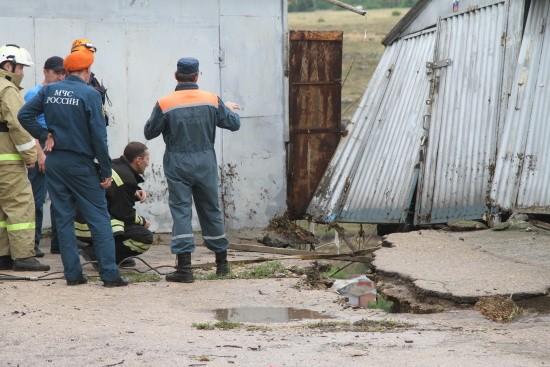В Севастополе продолжается ликвидация последствий происшествий, вызванных ухудшением погодных условий
