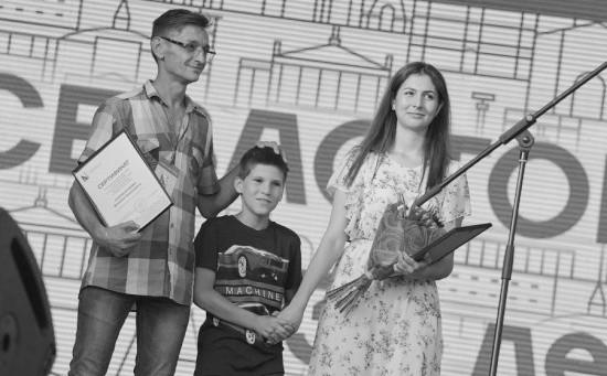 Правительство Севастополя наградило горожан, спасших жизнь ребенку