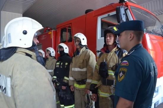 Сотрудники МЧС обеспечили безопасность в ходе празднования Дня ВМФ и Дня Крещения Руси