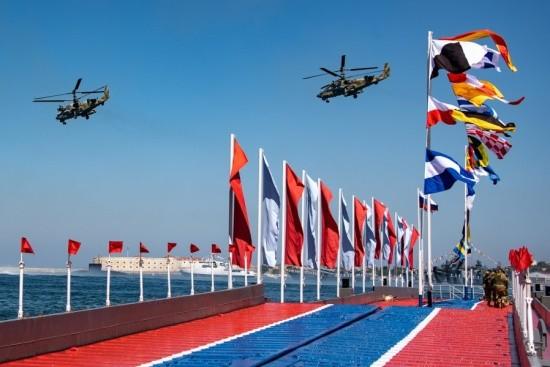 Севастополь празднует День ВМФ (фоторепортаж)