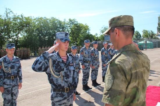 В Севастополе состоялась торжественная церемония увольнения в запас росгвардейцев