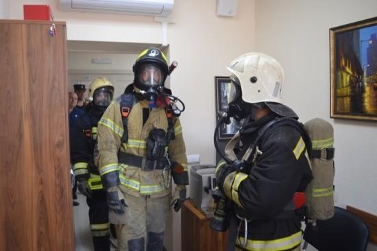 Спасатели приняли участие в тренировке в здании Арбитражного суда