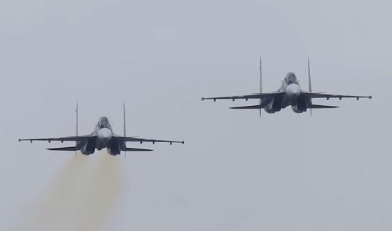 Летчики ЮВО отработали посадку на условно разрушенную взлетно-посадочную полосу