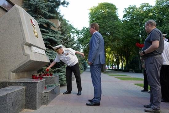 возложение цветов в Севастополе
