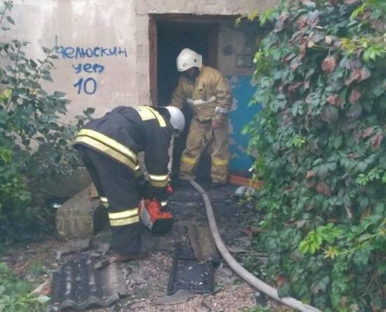 В Севастополе произошел пожар в деревянном многоквартирном доме