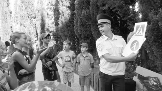 Двор Севастополя стал площадкой для занятия по дорожной безопасности
