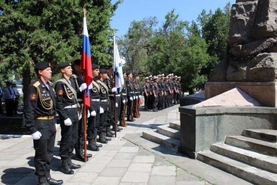 """В Севастополе почтили память погибших подводников """"Курска"""""""