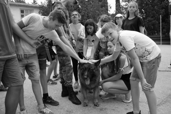 Севастопольские росгвардейцы подарили праздник ребятам из оздоровительного центра