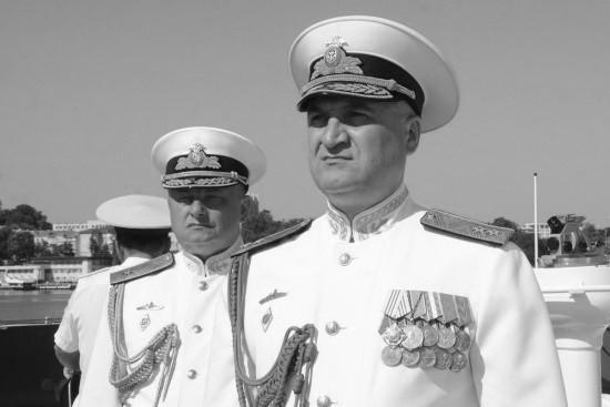 Командующий Черноморским флотом вручил ценный подарок военнослужащему спасшему ребёнка на пожаре