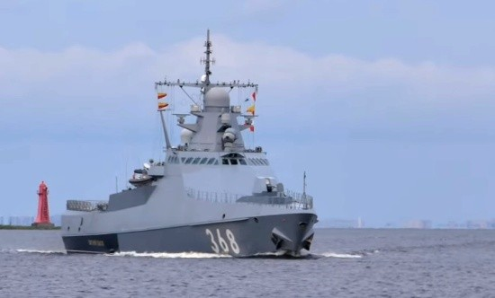 «Василий Быков» совершает переход на Черноморский флот после участия в параде