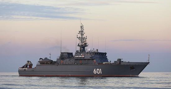 Новейший морской тральщик «Иван Антонов» совершает переход в Севастополь
