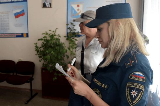 Сотрудники МЧС приняли участие в оценке готовности избирательных участков (видео)