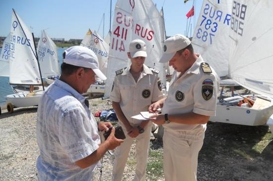 Сотрудники ГИМС обеспечивают безопасность в регате