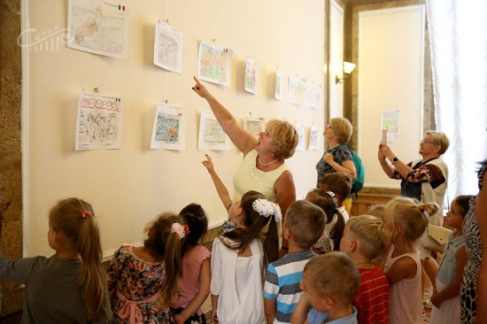 В Севастополе открылась выставка рисунков потомков итальянских партизан