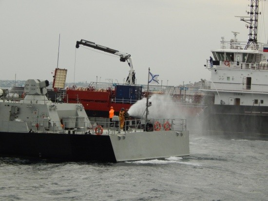 Корабли ЧФ отработали передачу запасов в море от судна снабжения