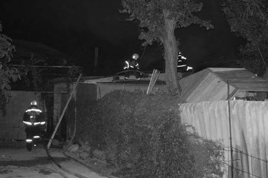 Ночью в Севастополе горел частный дом